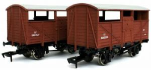 Dapol 4F-020-027 BR Cattle Van - Twin Pack